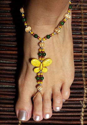 Butterflies foot jewelry set is made with yellow, howlite butterflies, bone, jade wood, glass and silver plated beads.